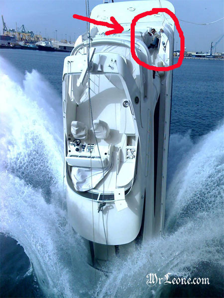 04 water 146115 Accident de Yacht en voulant le transporter !