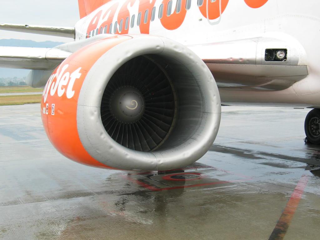 Images : l'avion Easy Jet en partance de Genève est entré dans un mur de grêle...