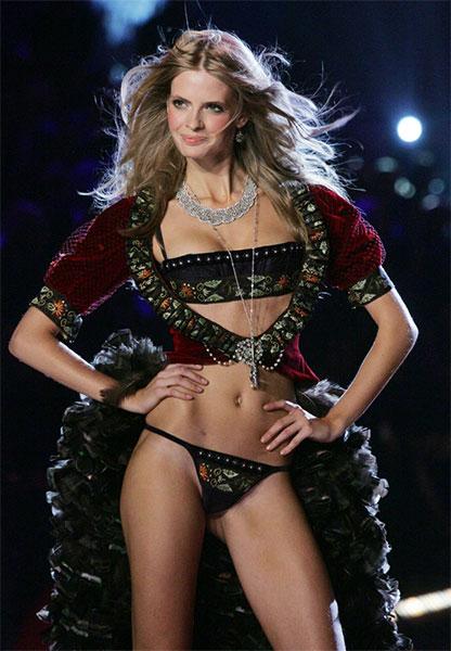 Photo des défilés avec les plus beaux modèles féminins !